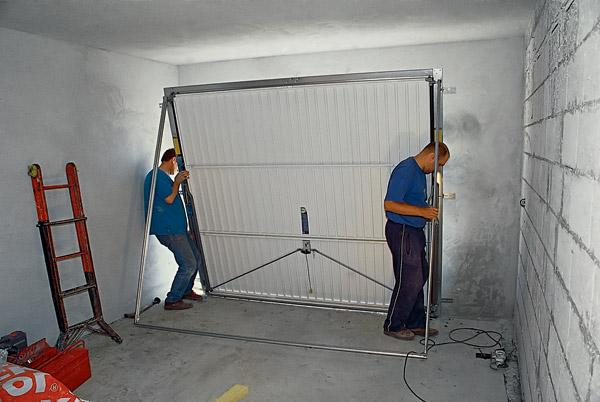 Установка ворот в гараж своими руками 36
